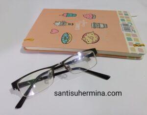 review kacamata saturdays